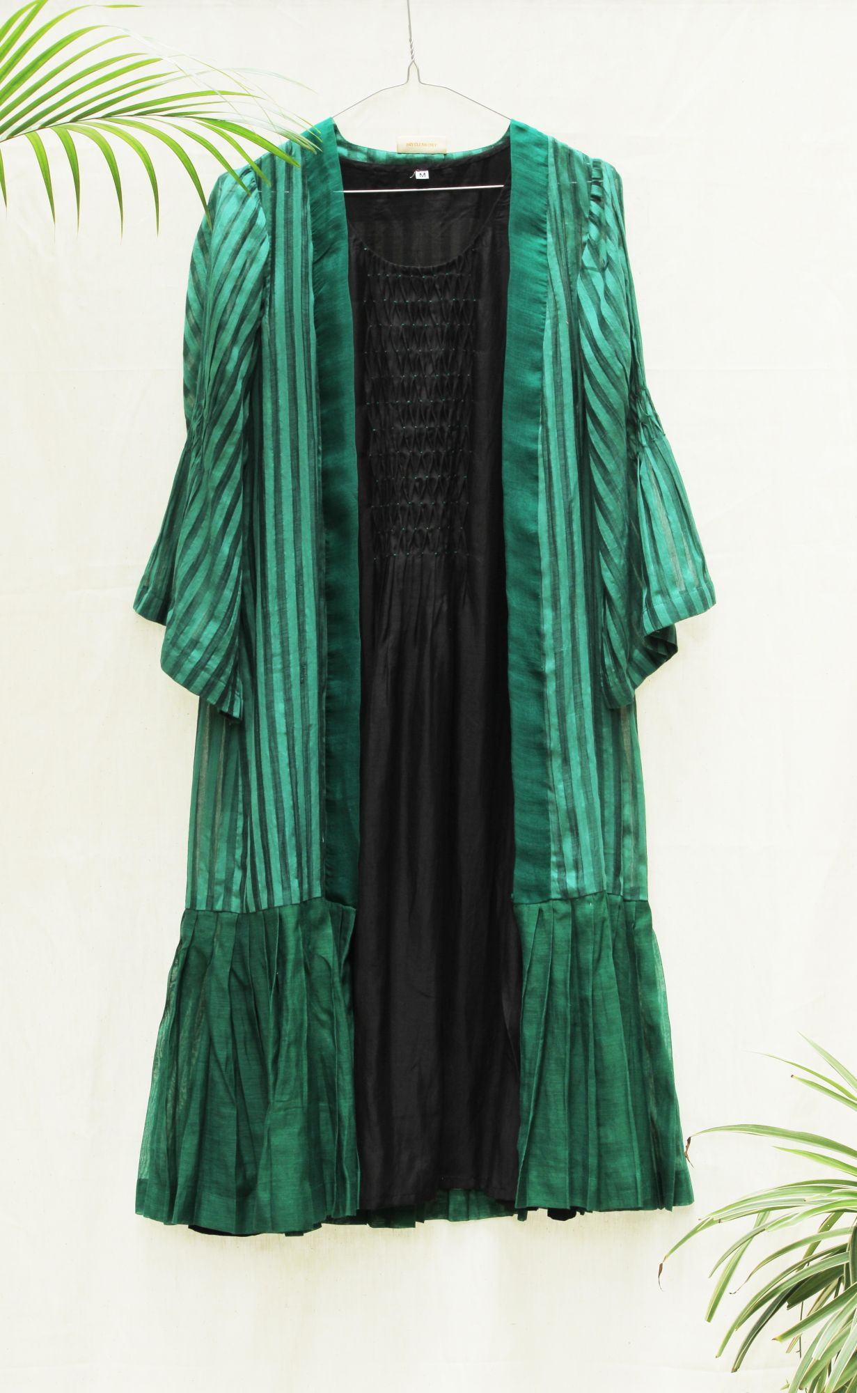 Stripe Pleated Jacket with Smocking Inner