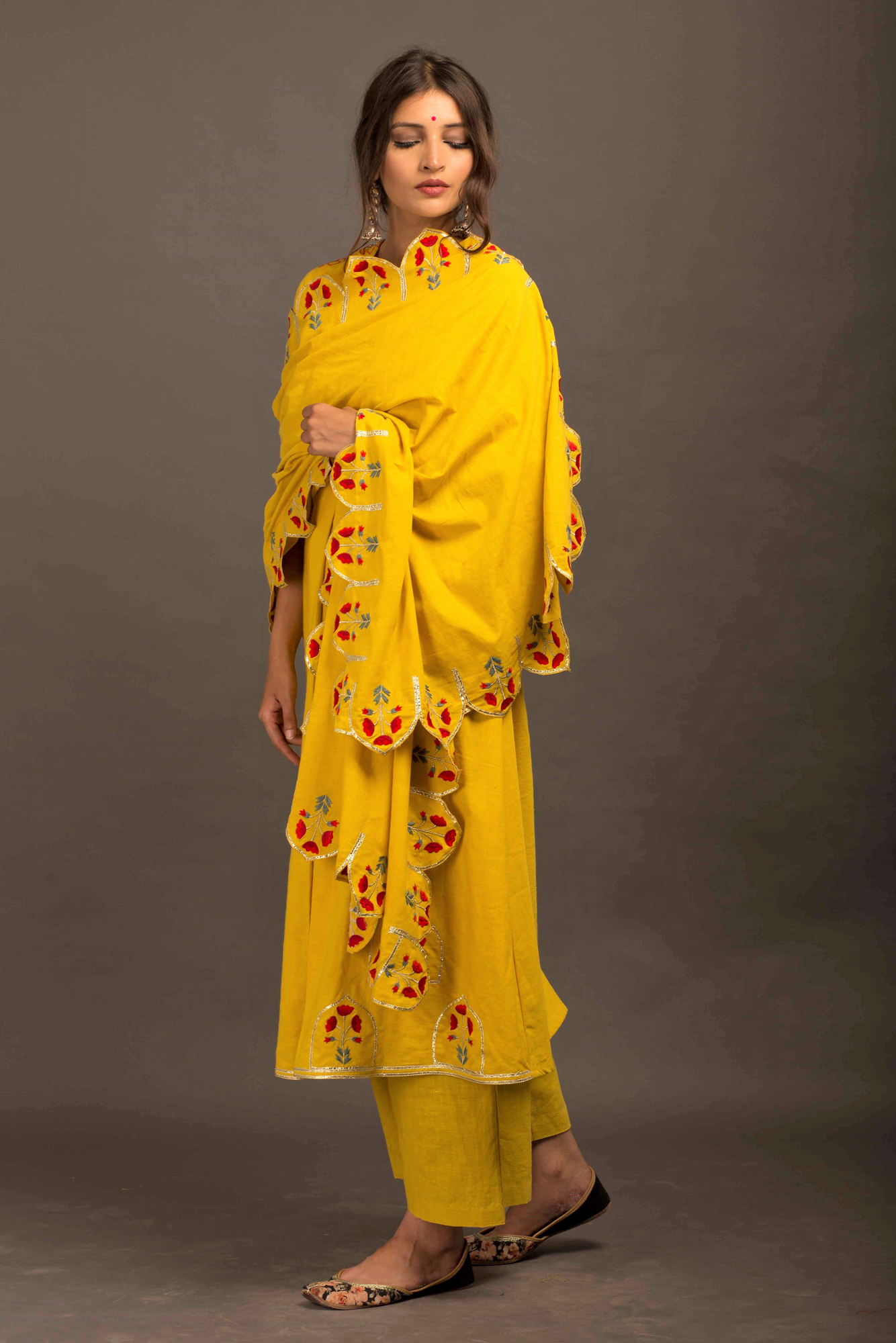 Temple Kurta with Scallop Dupatta